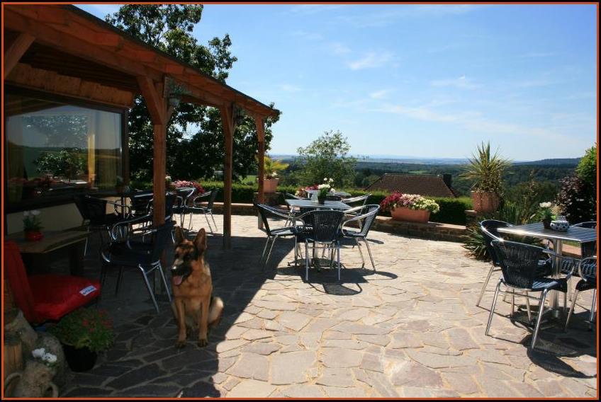 Panorama uitzicht motorhotel - Overdekt terras voor restaurant ...